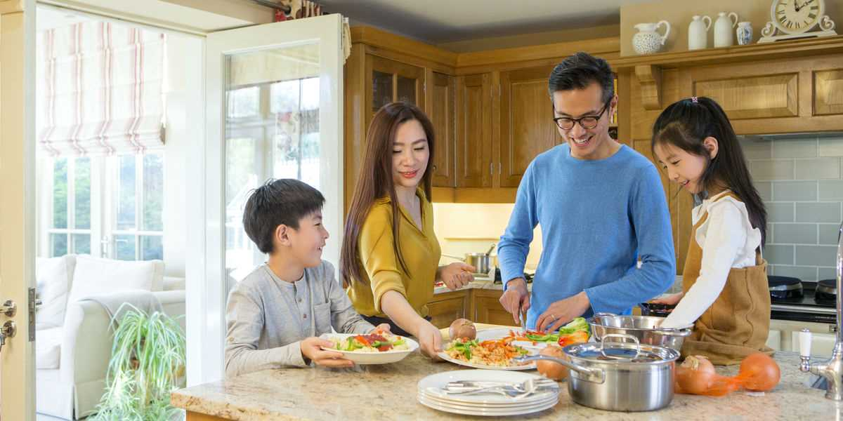 8 Reasons for Your Family to Eat Dinner at Home | Families for Life